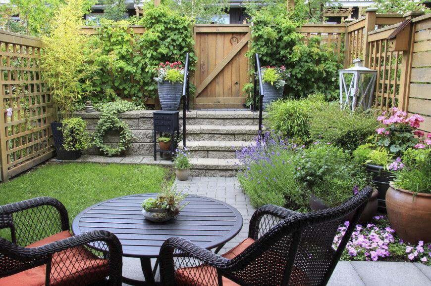35 Wonderful Ideas How To Organize A Pretty Small Garden Space on Small Landscape Garden Ideas id=81300