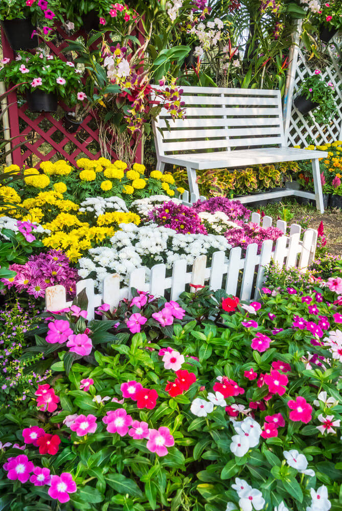35 Wonderful Ideas How To Organize A Pretty Small Garden Space on Small Backyard Garden Design id=42229