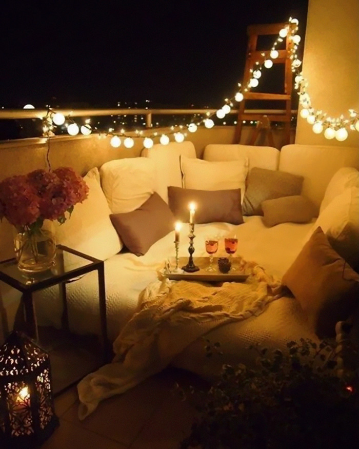 AD-Cozy-Balcony-Decorating-Ideas-02