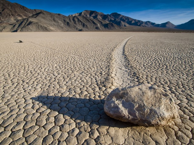 Death Valley's famous moving stones, caught in the act | Ars Technica