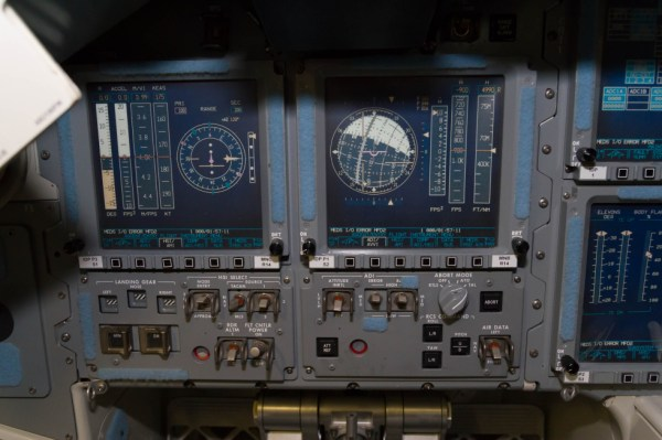 A detailed photo tour of NASA's space shuttle cockpit ...