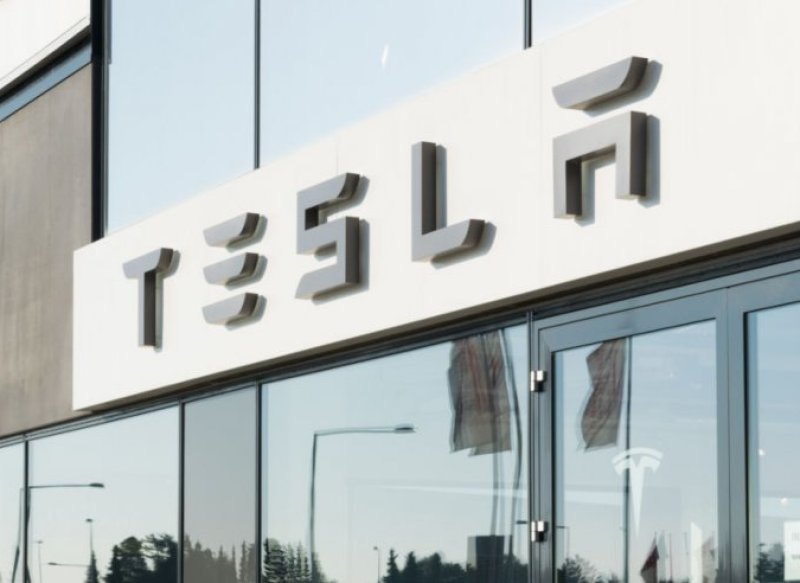 A store front with Tesla's name on it