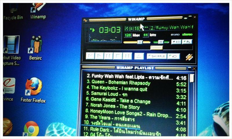 Computer monitor using Winamp.