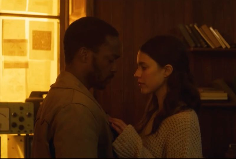 Micah (Anthony Mackie) and Sam (Margaret Qualley) are two of the last people on a toxic Earth in the Netflix original movie <em>IO</em>.