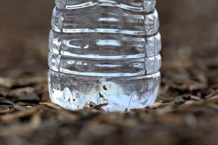 El agua puede recoger arsénico de fuentes geológicas, agrícolas o industriales.