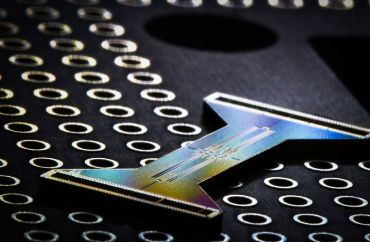 Image of an I-shaped piece of electronics on a dark background.