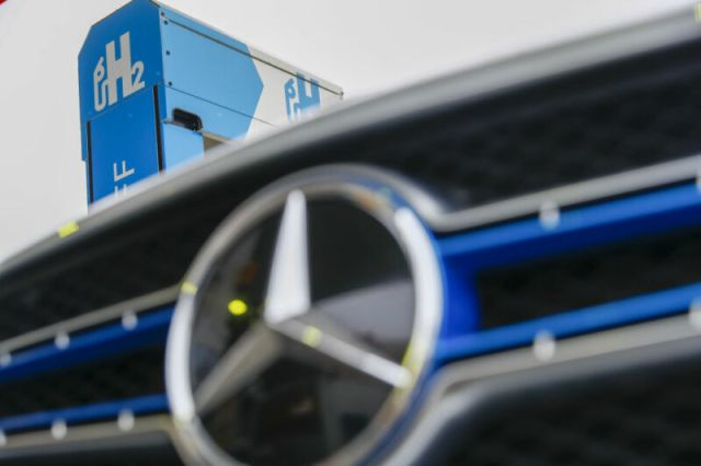 Volvo and Daimler bet on hydrogen truck boom this decade