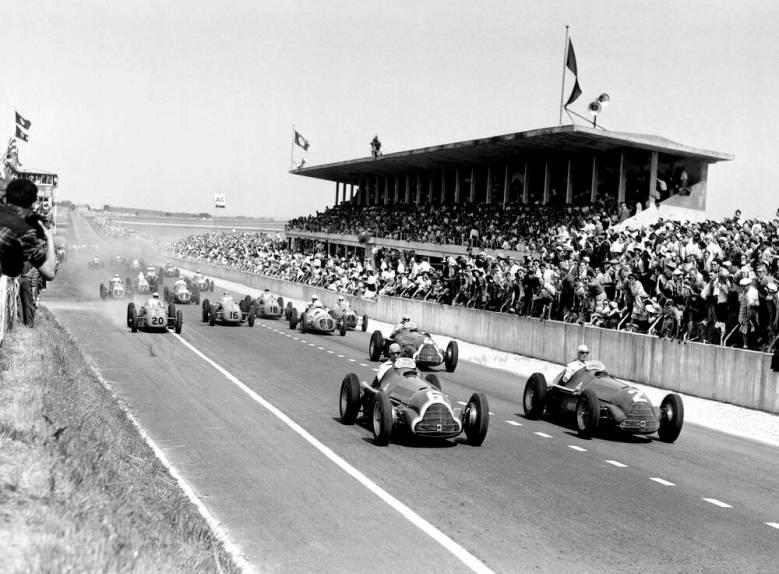 Fangio en tête de course - Grand prix de France 1950 - Photo et Tableau -  Editions Limitées - Achat / Vente