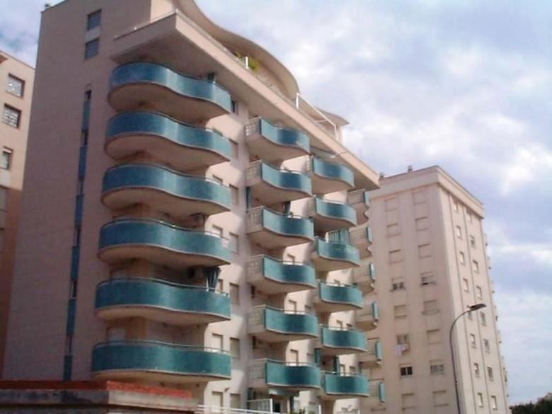 El apartamento bella playa gandia se encuentra en gandía y ofrece restaurante, bar, terraza, wifi gratuita y vistas al mar. Apartamentos Gandia Playa 3000, Gandía (Valencia ...