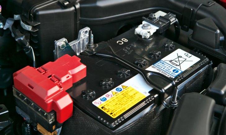 ディーラーのバッテリーの点検について【Q-85を例に解説】バッテリー液