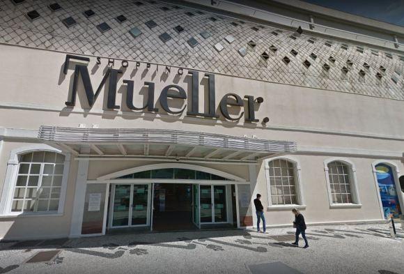 2a90e9bc85 Bandidos invadem e assaltam joalheria do Shopping Mueller | Band ...
