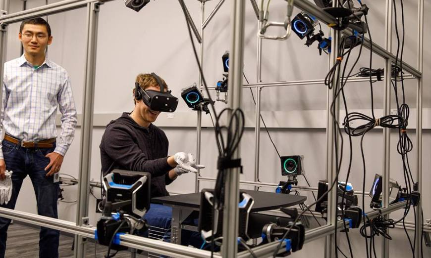 Oculus Virtual Reality Gloves Revealed By Mark Zuckerberg_f