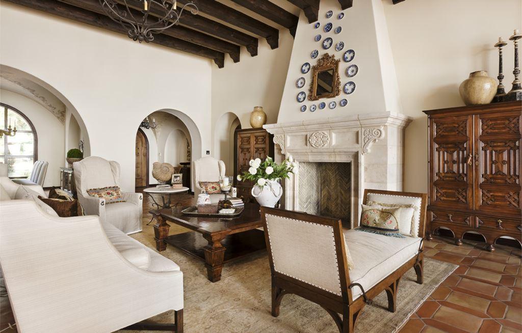 Mediterranean style living rooms for Mediterranean inspired living room