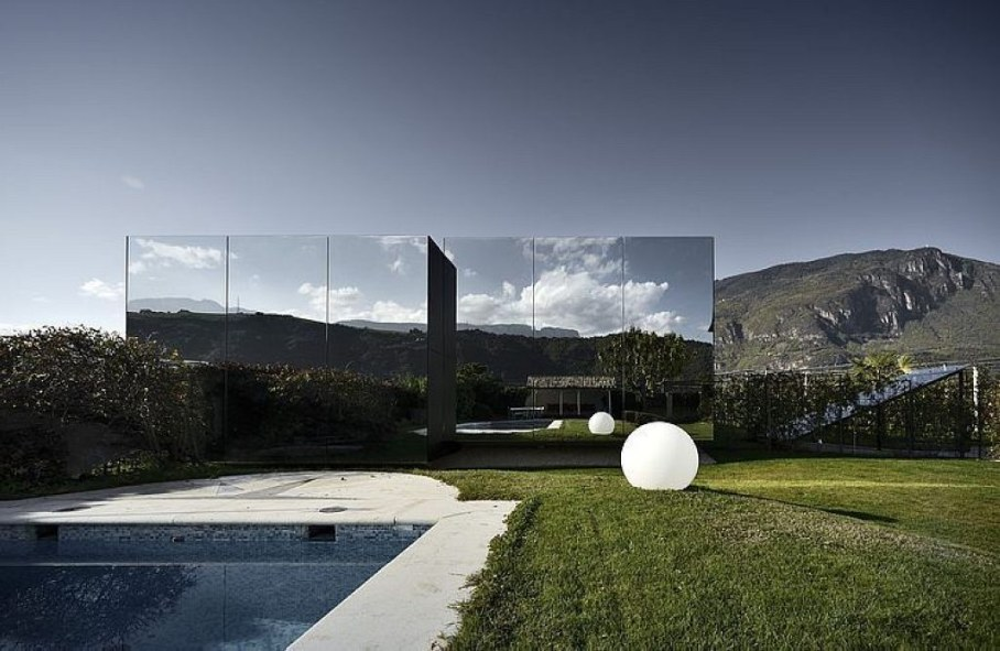 Peter Pichlers Invisible Mirror Houses