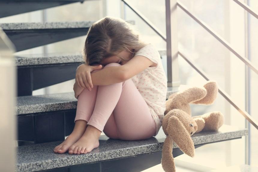 ragazza triste che piange