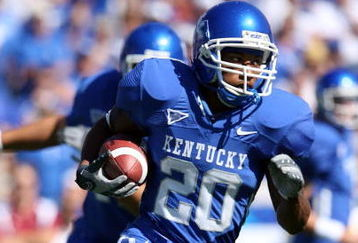 LEXINGTON, KY - OCTOBER 11:  Derrick Locke #20 of the Kentucky Widcats runs with the ball during the game against the South Carolina Gamecocks at Commonwealth Stadium on October 11, 2008 in Lexington, Kentucky  (Photo by Andy Lyons/Getty Images)