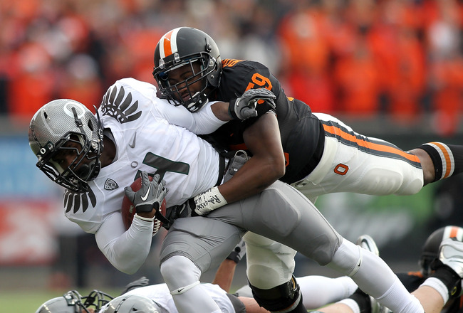 CORVALLIS, OR - DECEMBER 04:  Josh Huff #4 of the Oregon Ducks runs te ball against Dwight Roberson #59 of the Oregon State Beavers during the 114th Civil War on December 4, 2010 at the Reser Stadium in Corvallis, Oregon.  (Photo by Jonathan Ferrey/Getty Images)