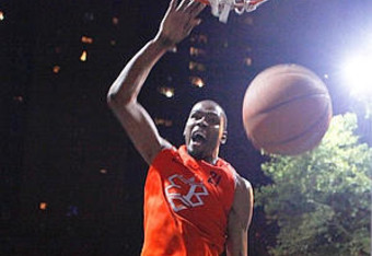 Kevin Durant plays street ball and dominates.
