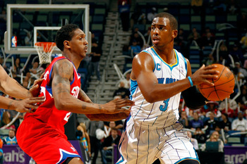 NEW ORLEANS, LA - JANUARY 03:  Chris Paul #3 of the New Orleans Hornets moves the ball against Lou Williams #23 of the Philadelphia 76ers at New Orleans Arena on January 3, 2011 in New Orleans, Louisiana. NOTE TO USER: User expressly acknowledges and agre