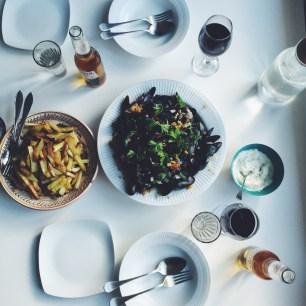 Hvidvinsdampede blåmuslinger med fennikel og gulerod