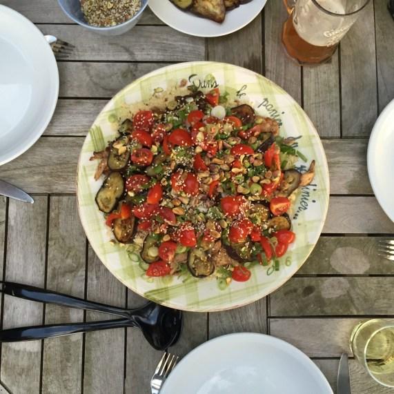 Crunchy couscous med stegt aubergine og garam masala-kylling