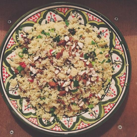 Couscous med mandler, dadler og persille