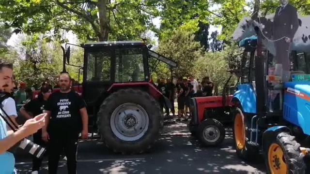 protest poljoprivrednika ispred Skupštine