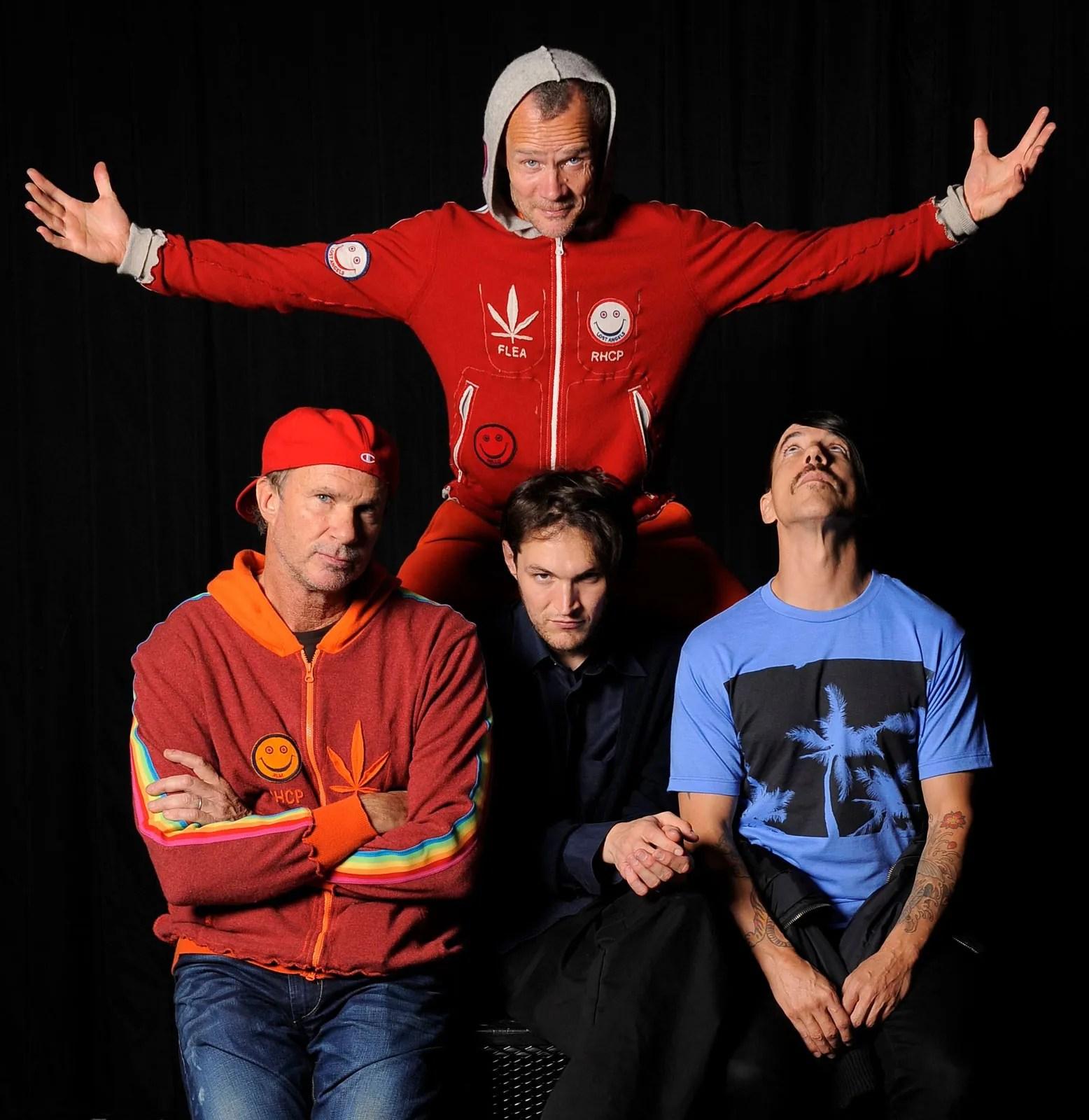 Red hot chili peppers (lebih dikenal rhcp) adalah kelompok musik rock berbasis di california yang didirikan oleh vokalis anthony kiedis, bassist michael. Red Hot Chili Peppers   Members, Songs, & Facts   Britannica