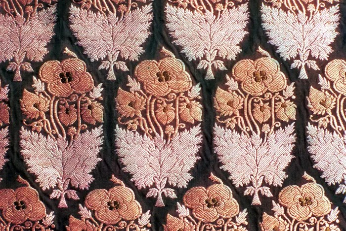 Detail of a floral design kimkhwāb from Gujarāt, 19th century; in the Prince of Wales Museum of Western India, Bombay
