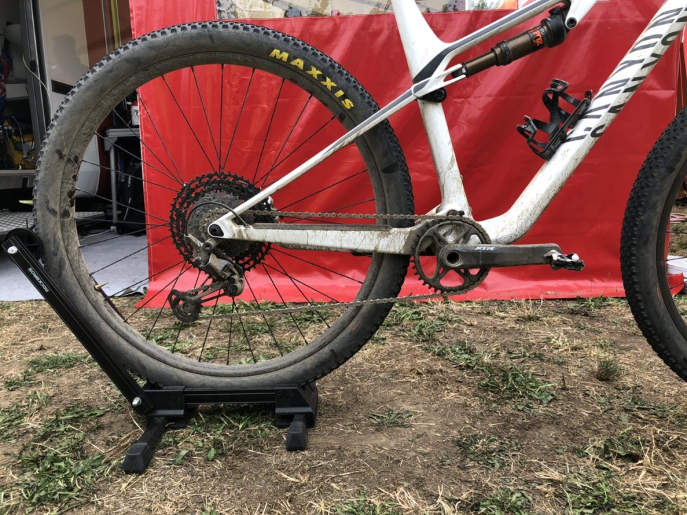the canyon lux cf bike with which van