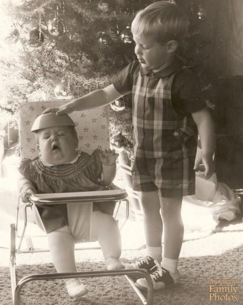 10 Awkward Family Christmas Photos That Will Make You Laugh
