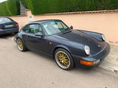 Afgelopen zondag stalen twee personen in de Spaanse stad Benicassim een Porsche 911 Carrera 2. De dieven waren zich er niet van bewust dat de Porsche geparkeerd stond naast een Tesla Model 3 die werkte met de Sentry Mode