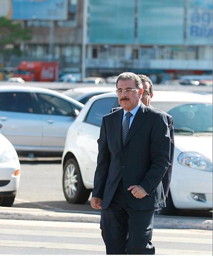 Danilo Medina, seguido de Joa Santana