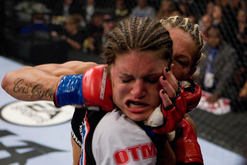 https://i1.wp.com/cdn.c.photoshelter.com/img-get2/I0000HUYSOlWxiNE/fit=1000x750/Cris-Cyborg-vs-Gina-Carano.jpg?w=1060