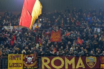 Roma tifosi bandiera