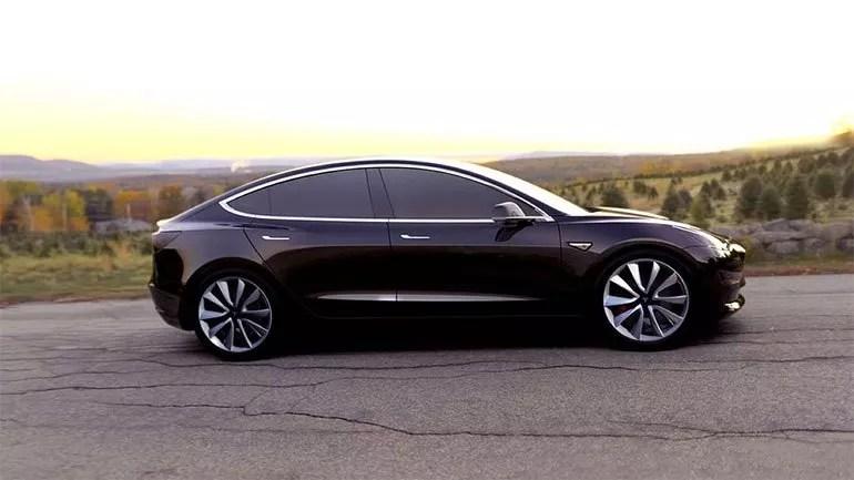 Tesla Otomobili, Moskova'da Yandı!