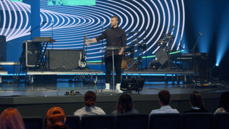 Tim Tebow Challenges Teens to 'Take a Stand and be a Fighter' for Jesus at Virtual Passion 2021 Conference