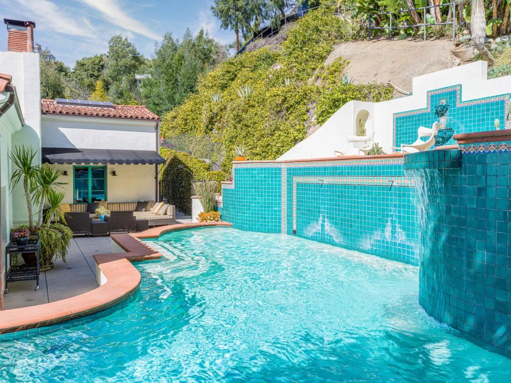 La piscina de la mansión