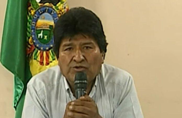 En conferencia de prensa, Evo Morales anunció su renuncia.