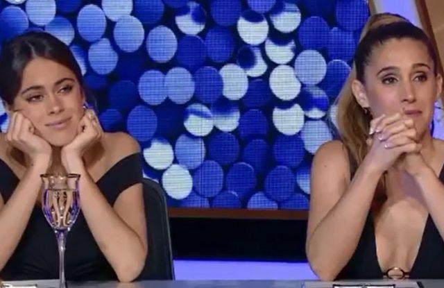 Tini Stoessel y Soledad Pastorutti observan con atención la presentación de Sol