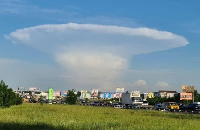 Pánico cerca de Chernobyl por una nube gigante con forma de hongo en el cielo