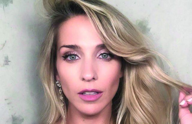 """De blanco y ultra producida, """"la vueltita"""" de Soledad Fandiño que robó suspiros"""
