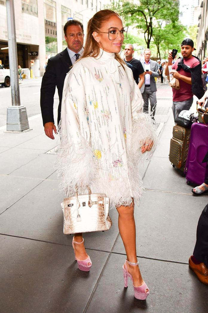 J.Lo Just Wore the Shoe Trend That's Flooding the Spring Runways