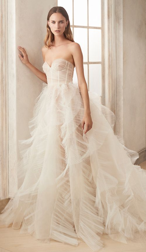#2020wedding #2020weddingdresses #weddingtrend #weddingdresses #brides #bridalgown #modernwedding