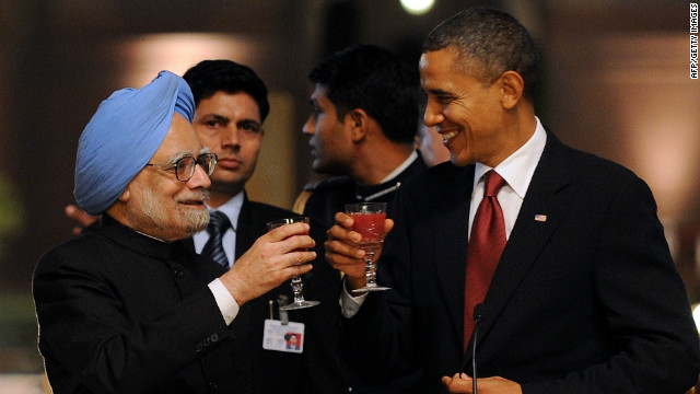Barack Obama and Indian Prime Minister Manmohan Singh (L) toast during a banquet in New Delhi on November 8, 2010.