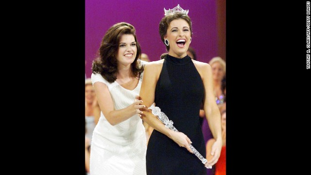 Miss America 1997 Kate Shindle crowns Miss Virginia Nicole Johnson as her successor in the Miss America 1998 competition.