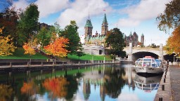 Historic Rideau Canal, a UNESCO site built in the early 19th century, is made up of a chain of lakes, rivers and canals stretching 202 kilometers from Kingston to Ottawa.