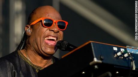 Stevie Wonder announces he'll be having kidney surgery in September