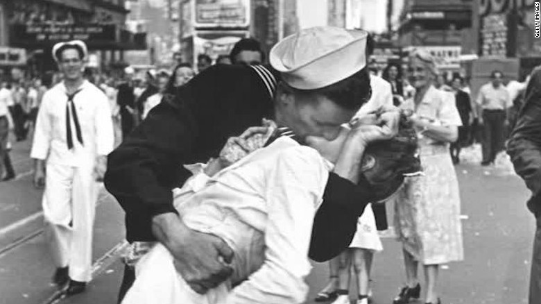 Nurse Kissed By Sailor In V J Day Photo Dies At 92 CNN