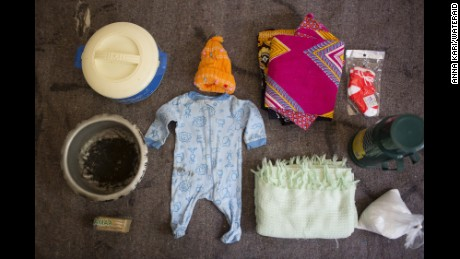 Photos reveal what's in birth bags of women around the world